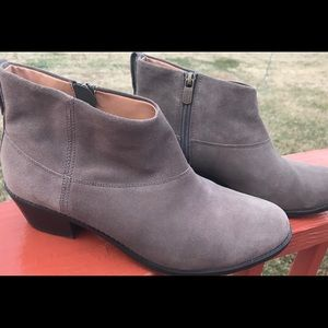 Vionic size 9.5 ankle boot.